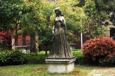 柏庄香域柏庄香域美丽的雕像