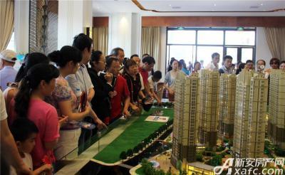 中航长江广场营销中心开放客户参观售楼部(2015.6.6)