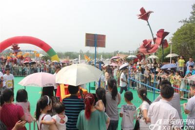 柏庄香域柏庄香域六一跑男节——跑男六一节围观者众多