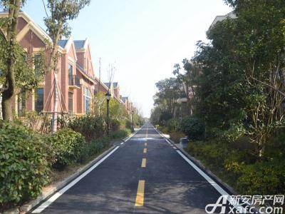 高速云水湾小区干净道路