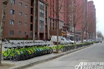 龙登和城自行车停靠点