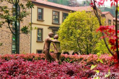 高速铜都天地随处可见的欧式雕塑