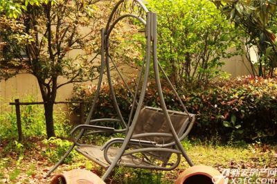 高速铜都天地铁艺摇椅