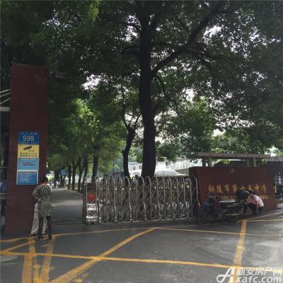 中航长江广场中航长江广场配套——第十五中学