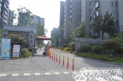 星隆国际广场小区入口