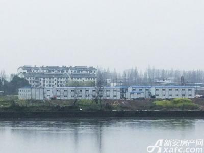恒大滨江左岸恒大地块最新进展:修路活动房