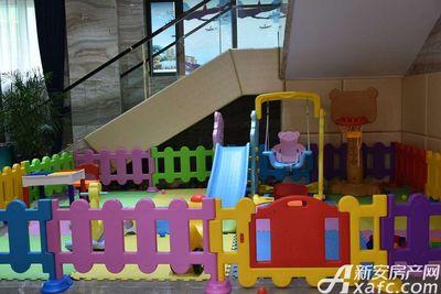 恒大悦龙台售楼部内儿童娱乐设施