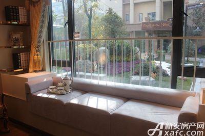 碧桂园城市之光YJ180T户型样板间主卧飘窗