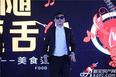 文一叶语湾啤酒龙虾节开场机械舞表演