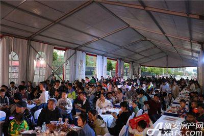 文一叶语湾龙虾节现场人山人海