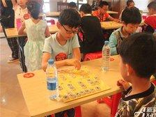 高速铜都天地象棋比赛选手认真比赛中(2018.6.2)